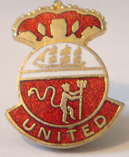 MANCHESTER UNITED Vintage Club crest type badge Brooch pin in gilt 21mm x 27mm