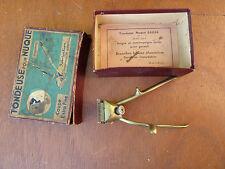 Ancienne tondeuse à nuque manuelle, déco d'ancien coiffeur vintage