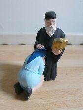 Santon moine et femme priant Monastère St Jean le Théologien Patmos Grèce