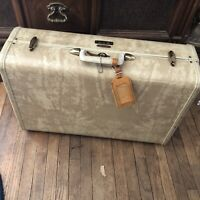 Vintage Samsonite 4521 train Suitcase Luggage Marbled Cream color w/ key 21x13x8
