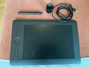 Wacom Intuos Pro Medium Graphics Tablet PTH-651- with wireless module installed