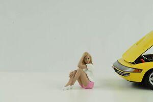 Figurine Car Girls IN Tees Sitting Woman Girl Madee 1:18 American Diorama No Car