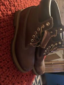 mens size 9 brown Timberland boots Scuffed