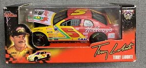 RACING CHAMPIONS SIGNATURE DRIVER SERIES #5 TERRY LABONTE KELLOGG'S -1:64 SCALE