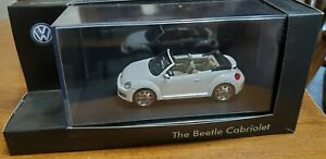 Volkswagen 1/43 collector's model The Bettle Cabriolet white color