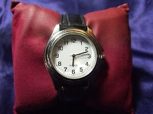 Woman's Quartz Watch with Eazy to Read Face**Nice** B25-324