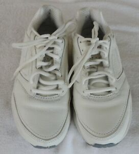 Brooks Women's Addiction Walker #1200321B111 White Lace-Up Shoes Size 6 M