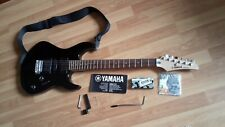 E-Gitarre Yamaha ERG121 Musikinstrument- Set glänzend schwarz