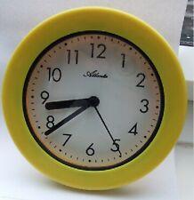 Pendule murale jaune étanche pour salle de bain ou pièce humide - Atlanta 469/2
