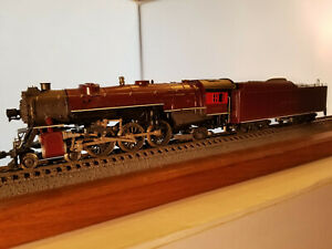 HO Rivarossi 4-6-2 Pacific locomotive Alton #5899, DC powered, runs well