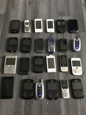 Lot 24 téléphones divers  vintage,en panne  pour pièces ou à réparer
