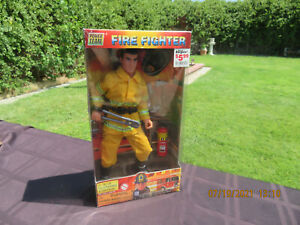 FIRE FIGHTER 12-in figure POWER TEAM FIRE Department M&C Toy