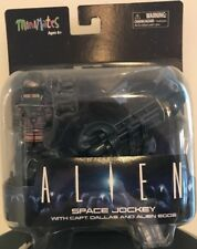ALIEN SPACE JOCKEY WITH CAPTAIN DALLAS FIGURE VARIANT MINIMATES TOYS R US EXC