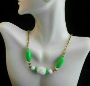 LOVELY AVON COME SUMMER NECKLACE IN GREEN AND WHITE BEADS GOLDTONE CHAIN