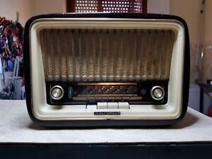 Radio d'epoca a valvole TELEFUNKEN MIGNONETTE MF R151 (1956)