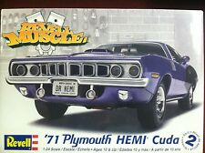 Revel 85-2943 - '71 Hemi Cuda Hardtop 1/24 Scale Plastic Model Kit 85-2943