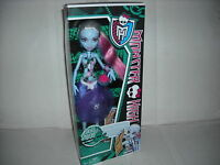 BRAND NEW MONSTER HIGH DOLL SKULL SHORES ABBEY BOMINABLE DAUGHTER OF THE YETI