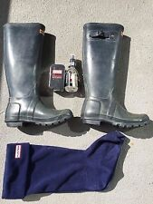 Women's blue Hunter boots size UK4 (includes socks and boot shine kit)