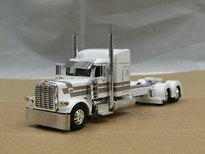 """Dcp Custom stretched frame white/silver Peterbilt 389 48""""sleeper tractor 1/64"""