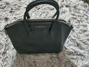 Givenchy Antigona Medium in Black