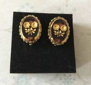 Vintage Whiting & Davis Purple Intaglio Glass Clip on Earrings
