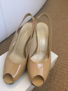 """Russell & Bromley nude """"Stardust"""" peep toe sling back patent leather shoes 6"""