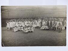 alte AK / Foto Mädchen Gruppe um 1942 Tanzgruppe Lubliniec Loben Lublinitz Polen