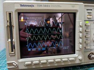 Tektronix TDS544A Color 4ch 500MHz 1GS/s Oscilloscope
