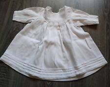 Robe ancienne de petite fille en piqué de coton vers 1940 / plis religieuse