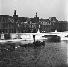 PARIS c. 1947 - Remorqueur Péniche Le Louvre  - Négatif 6 x 6 - N6 P62