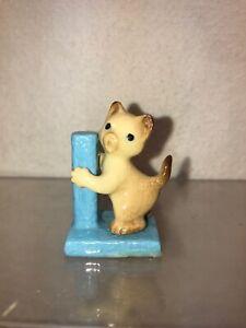 Vtg Hagen Renacker Miniature figurine Siamese Cat Kitten W/ Blue Scratching Post