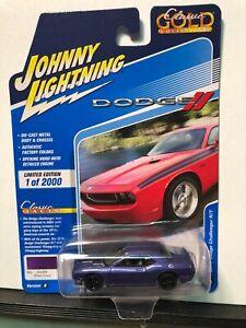 1/64 JOHNNY LIGHTNING CLASSIC GOLD 2010 DODGE CHALLENGER R/T PLUM CRAZY