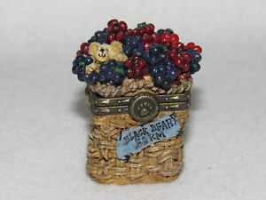 """LIZZIE'S BERRY BASKET"" BOYDS UNCLE BEAN'S TREASURE BOX  #392110 - MINT"