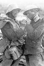 WW1 - Guerre 14/18 - Allemand et Américain partagent une cigarette en 1918