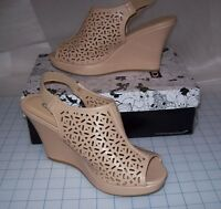 WOMENS CL BY LAUNDRY MAJA CUTOUT WEDGE SANDALS TAN SIZE 10 NEW IN BOX MSRP$60