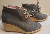 Tom's  Gray Canvas 2-Eye Desert Boot Espadrille Wedge Heel Women's US 6