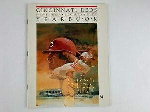 1985 CINCINNATI REDS BASEBALL OFFICIAL YEARBOOK, PETE ROSE With 18 CARD SET