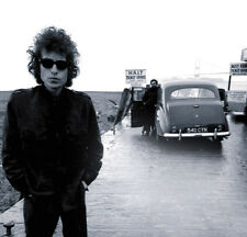 Bob Dylan UNSIGNED photo - D2114 - American singer-songwriter, artist and writer