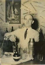A l'ONU, le barman Vintage silver print Tirage argentique  13x18  Cir