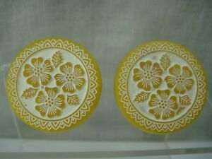 VINTAGE EARLY PLASTIC MOLDED PAINTED FLOWER YELLOW ROUND CUFF LINKS