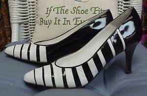 BALLY designer black/white leather/patent heels/pumps, sz. 8 Narrow