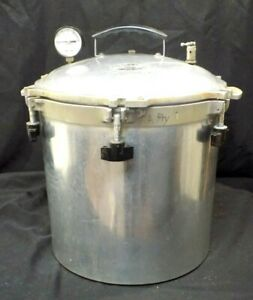 Vintage All American 925 Pressure Cooker/Canner 25 qt. with 2 Racks