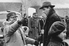 Liam Neeson Steven Spielberg Directing Snow Schindler'S List 11x17 Mini Poster