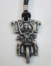 TETE DE MORT     pendentif métal avec cordon réglable  MOTO