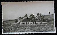 Original Foto getarntes Pak Geschütz / Soldaten mit Gasmaske ABC Alarm 2.WK