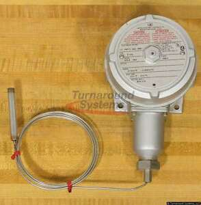 United Electric 9318-7BS Temperature Switch, NEW