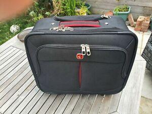 Wenger aeroplane carry on luggage with wheels & travel handle