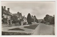Worcestershire postcard - Main Street, Broadway - RP
