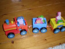 PEPPA PIG WOODEN TRAIN COMPLETE.