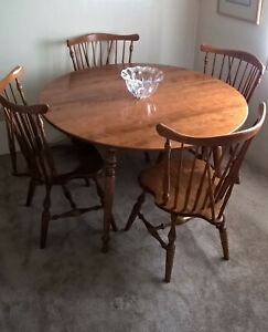 Ethan Allen dining table + 4 chairs American Traditional maple/birch in nutmeg